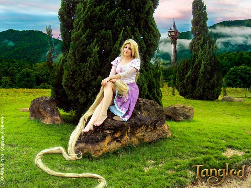 http://img07.deviantart.net/e827/i/2014/234/7/d/rapunzel_cosplay_by_angel__arwen-d7w7lqa.jpg