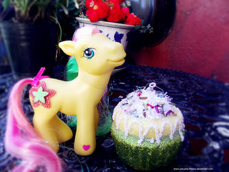 Pony and cupcakes n2 by Pelusita-Fideos
