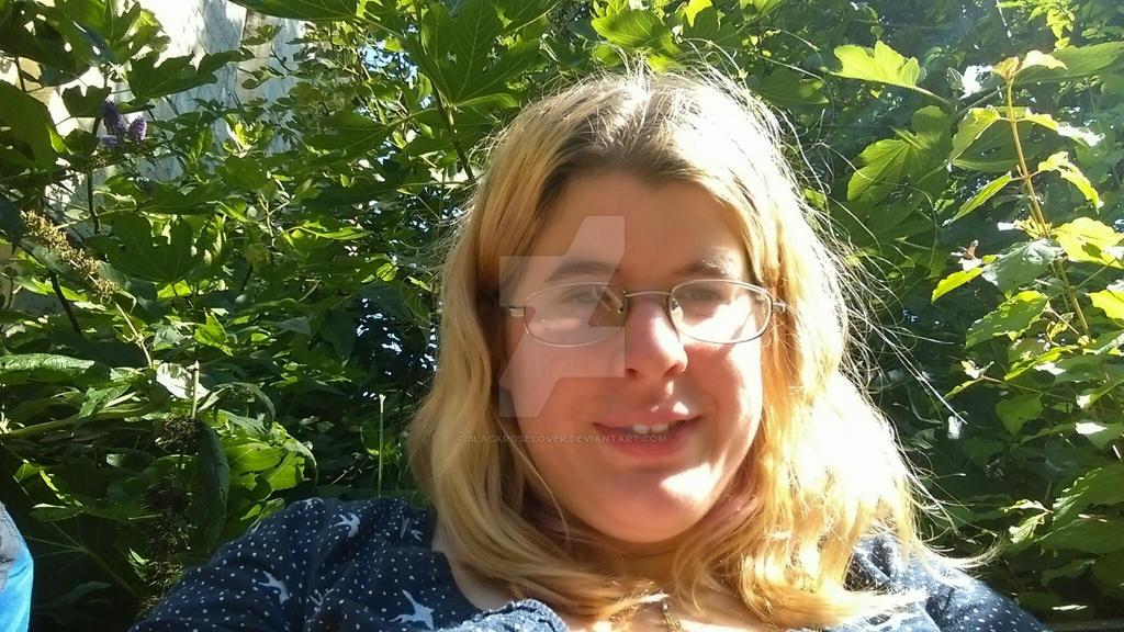 selfy in radom place by blackroselover
