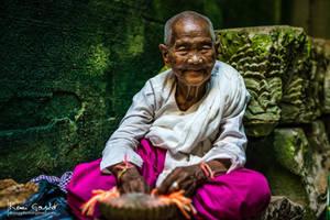 Old nun in Preah Khan temple - Angkor Vat