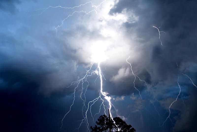 Lightning by jakethesnake999
