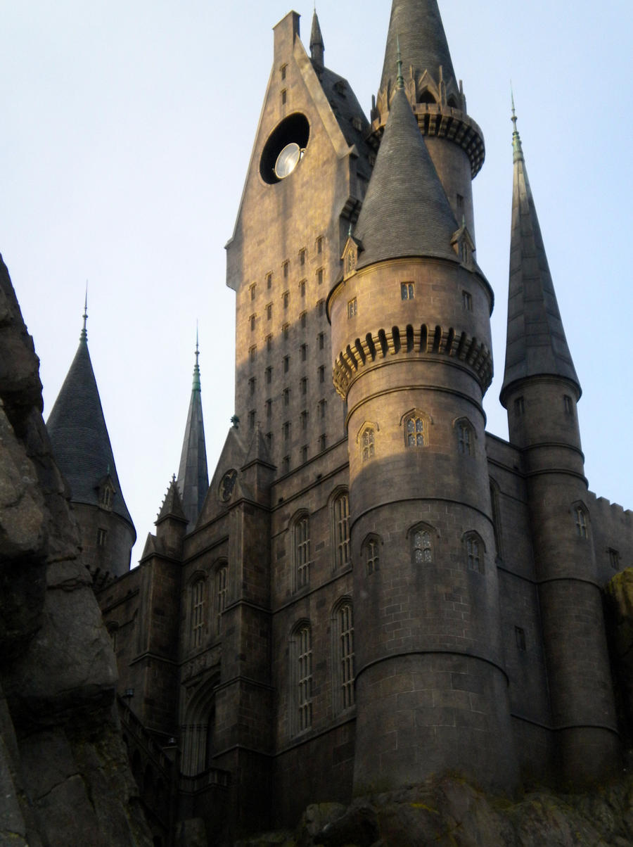 hogwarts_towers_by_whitelotus92-d3jag5o.jpg