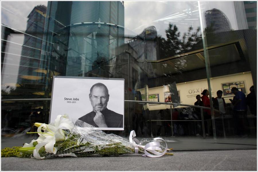Steve Jobs 1955-2011 by serpieri