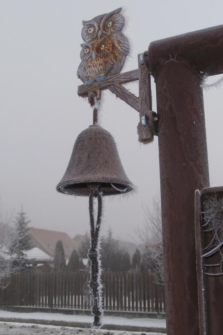 Frozen bell by Nekoazuma