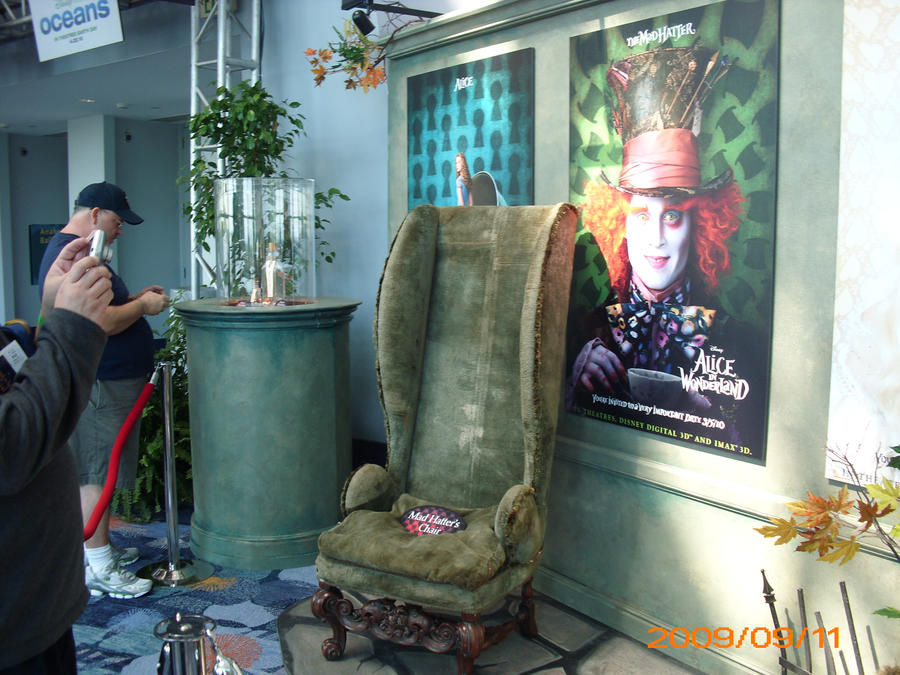 The_Mad_Hatter__s_Chair_by_FanOingo.jpg