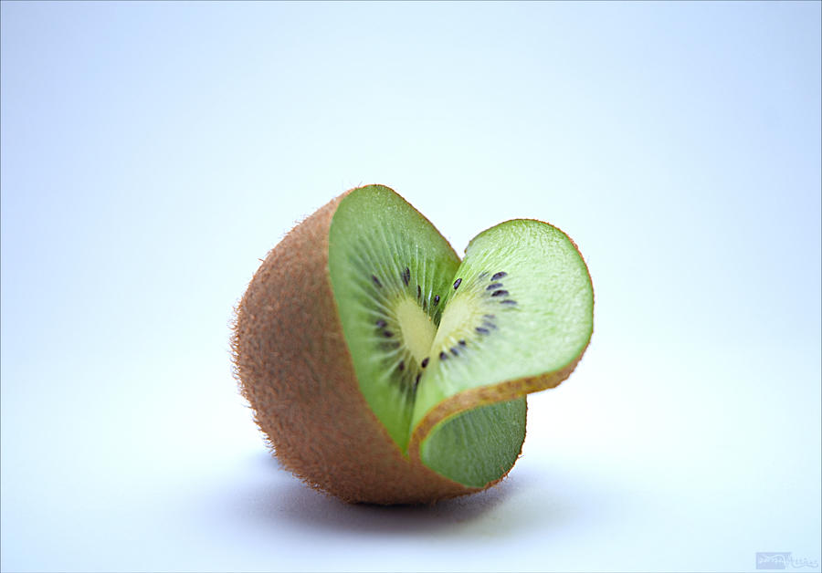 Kiwi by ArtcoreAtticus
