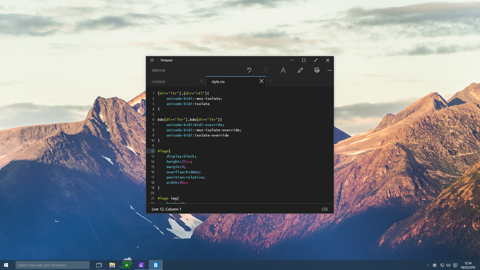 Windows 10 - Notepad (dark theme)