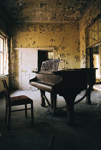 Piano by kearone