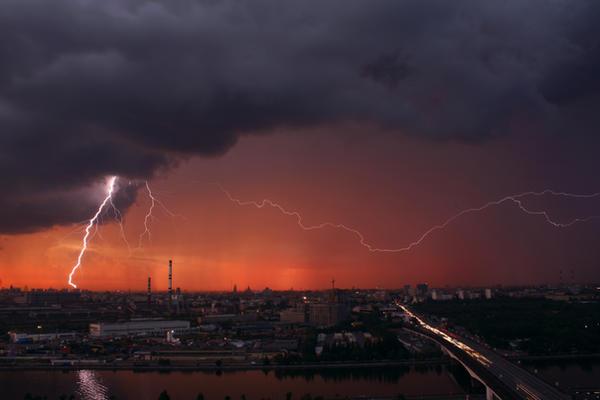 Evening lightning by Cavin