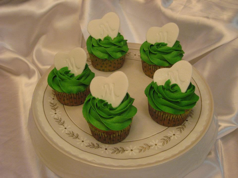 Wedding Cupcakes by Deathbypuddle
