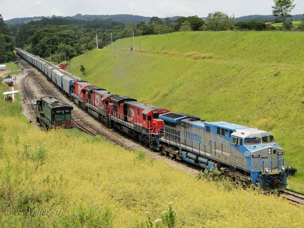 Rumo AC44i 9829 leading empty train