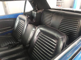 Inside of 1966 Ford Mustang cabrio 2