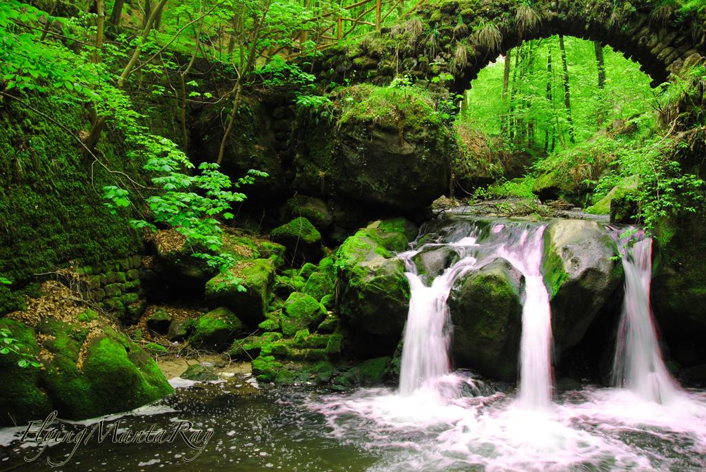 Green falls by FlyingMantaRay