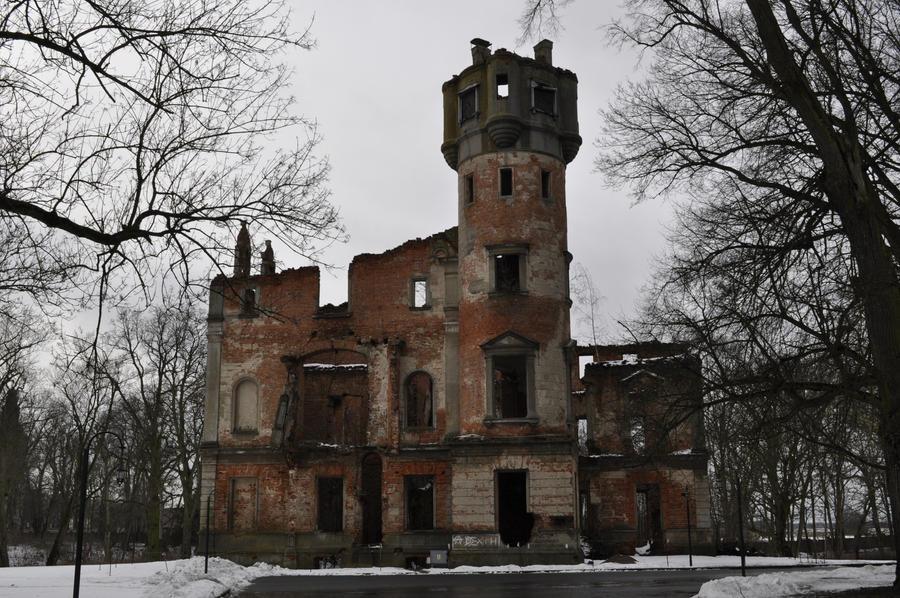 Runowo Palace by HypnoticRose