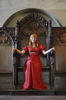 Red Priestess - throne