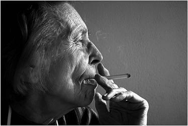 ...feelin' every smoke... by mudri