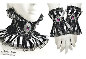 Jewelry set with black and white stripes