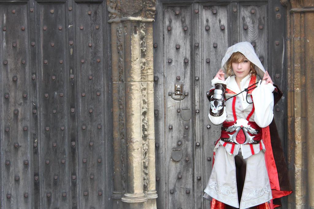 Ezio Cosplay (Take 2) by AverageCosplays