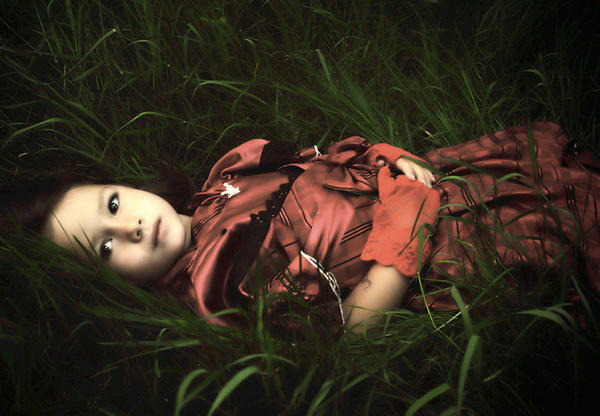 little princess in the grass by LaMusaTriste