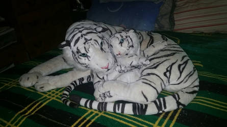 Large White Tiger With Baby Plush by CraftyFlareon
