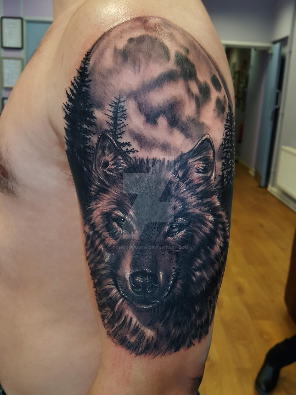 Wolf Moon Tattoo by to...