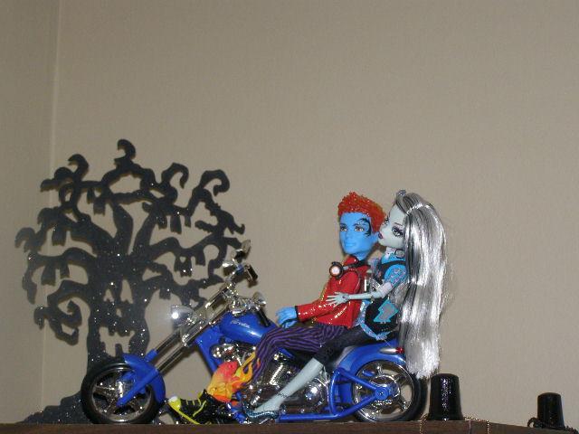 Mh motorcycle ride by silvermoonlight217 on deviantart - Monster high wallpaper border ...