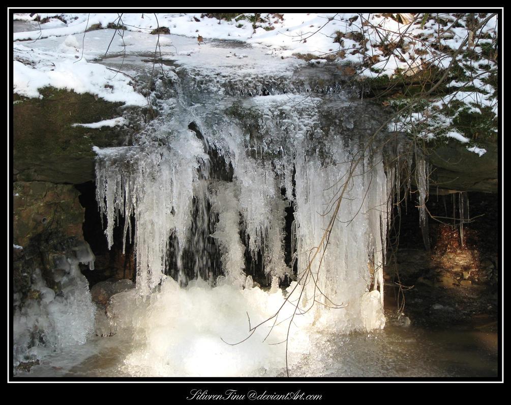 Winter Sculpture by SilivrenTinu