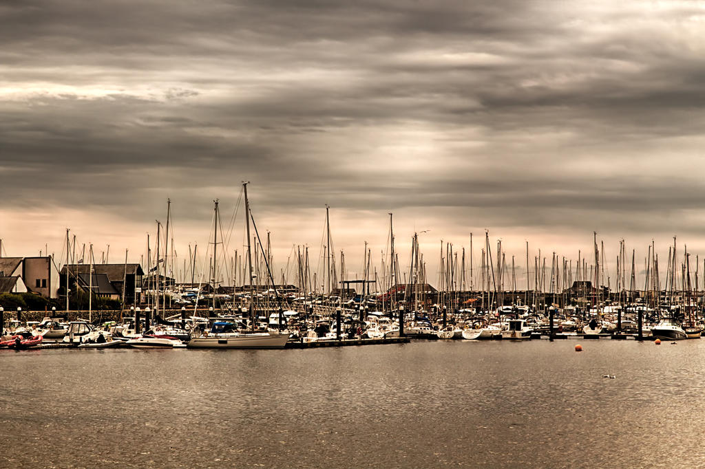 Pwhelli Habour by CharmingPhotography