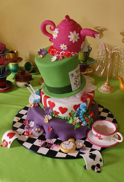 Alice in Wonderland Cake by mudpiecakes