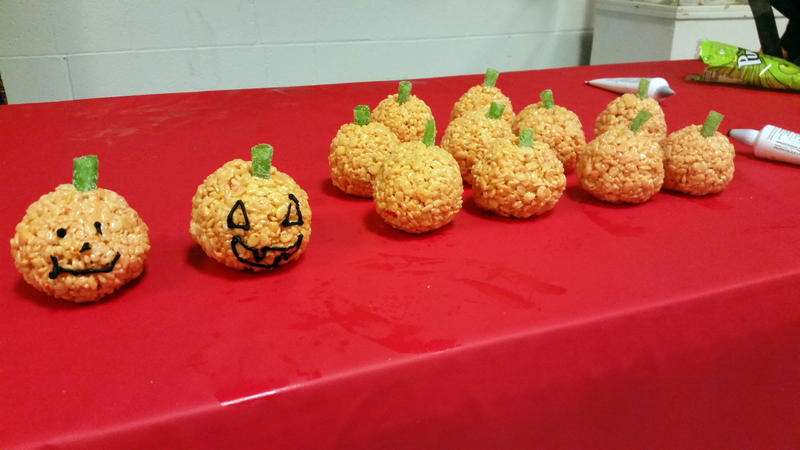 Jack-o-Lantern Rice Krispie Treats by SewAmusing