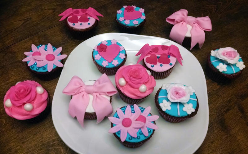 Fancy Fondant Cupcakes by SewAmusing