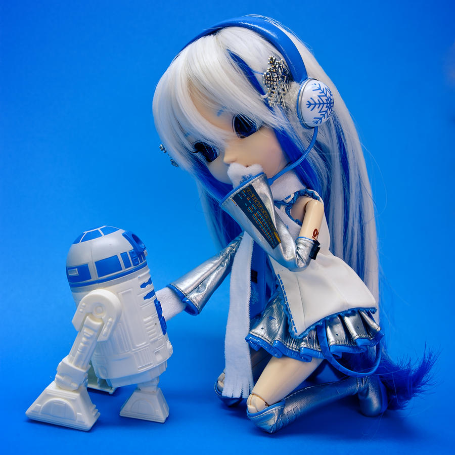 Miku meets R2 by BambooScent