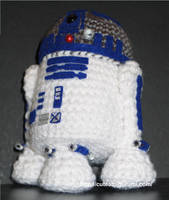 R2D2, the yarny robot by cuteamigurumi