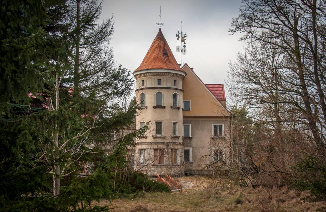 Abandoned rehabilitation facility by Lantret