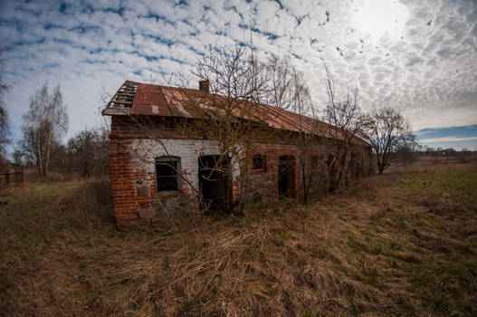 Abandoned farm in Wola Miedniewska