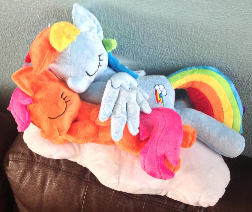Scootaloo and Rainbow Dash Wing Hug by PlushieScraleos