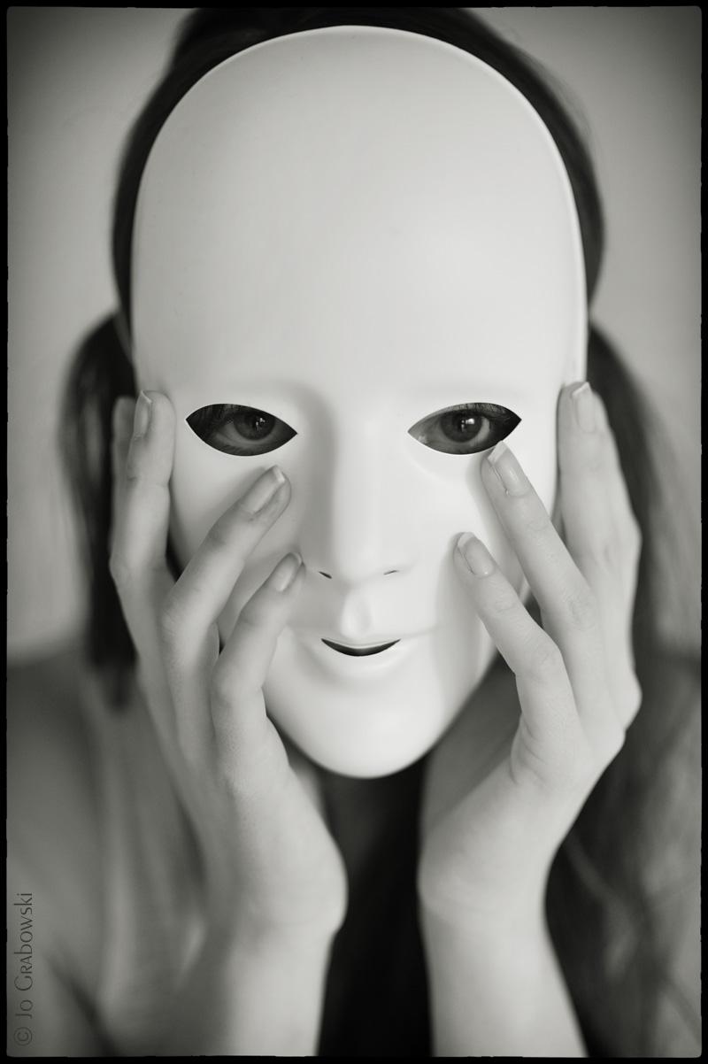Die Person des Mannes in den Masken