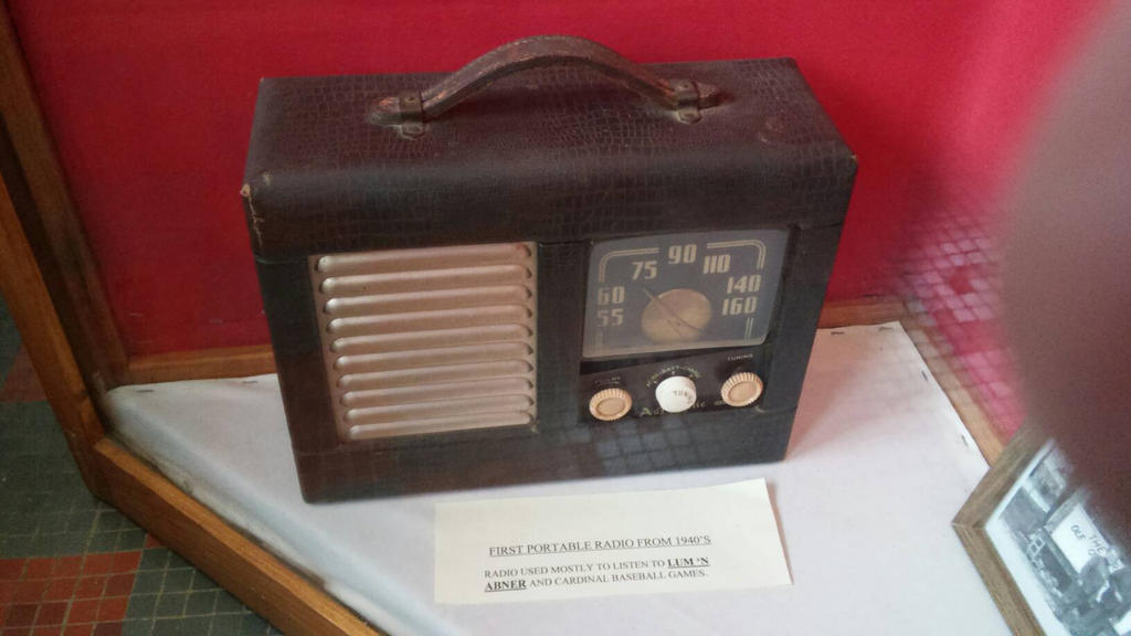 1940's Portable Radio by oldblueford