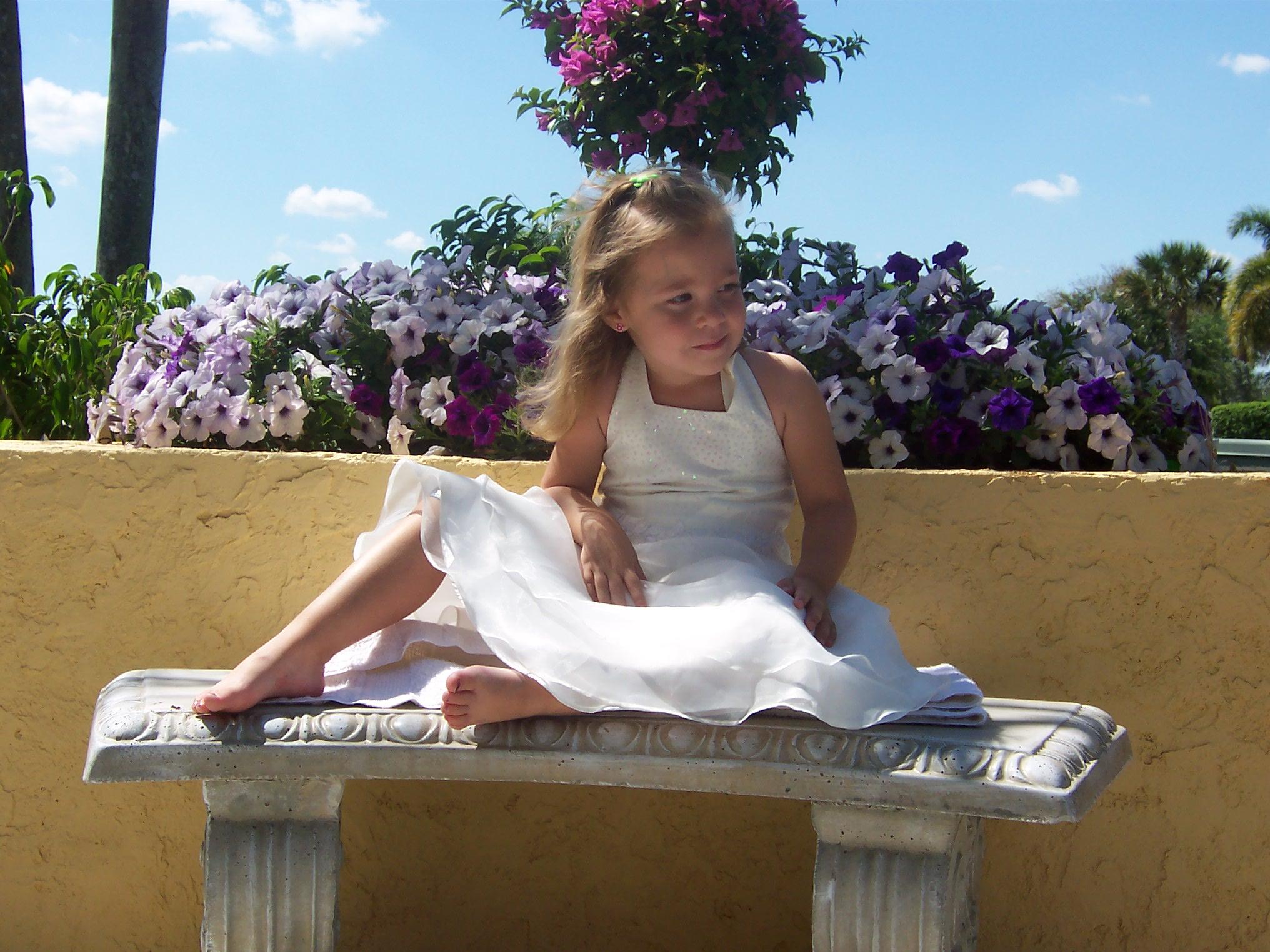 http://orig10.deviantart.net/df4e/f/2009/122/2/5/girl_in_white_dress_7_by_sbg_crewstock.jpg