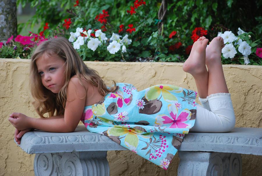 http://img08.deviantart.net/7b76/i/2011/114/4/8/spring_summer_75_by_sbg_crewstock-d3esbj6.jpg