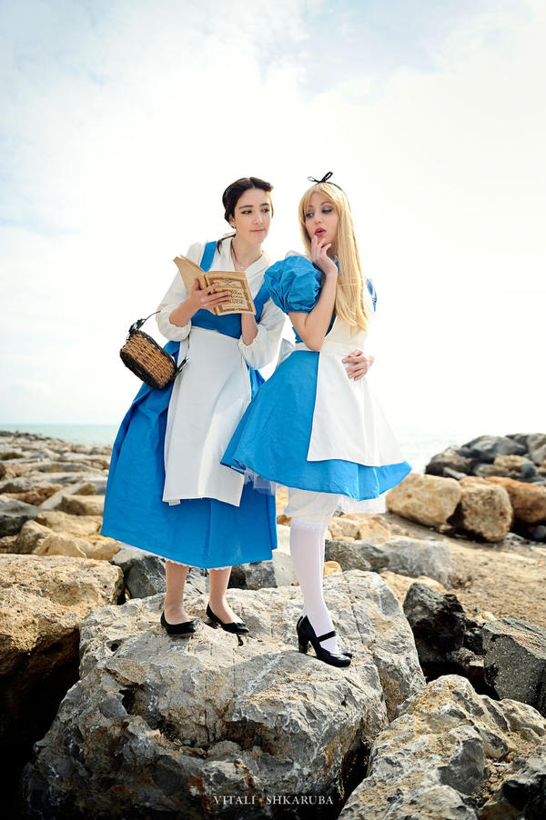 stop peeking, Alice... by gattomannaro