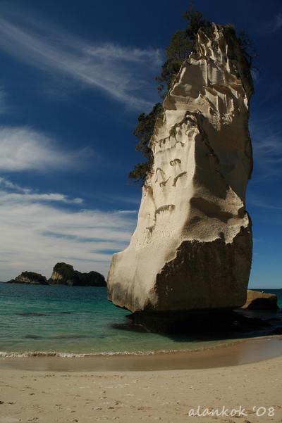 Cathedrale Cove by karikaiyuk