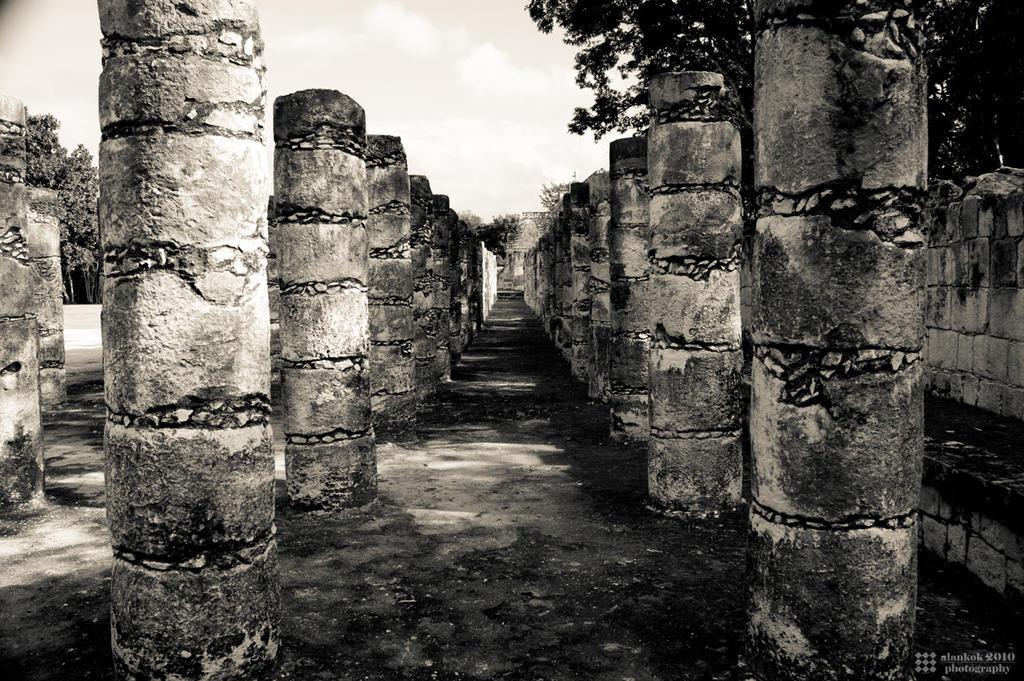 Mil Columnas by karikaiyuk