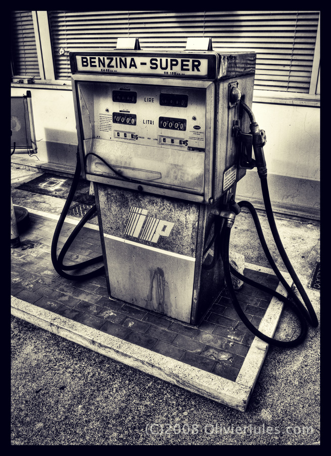 Gas Pump by OliverJules