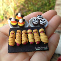 Halloween Cupcakes and Hot Dogs by TheMicroBakery