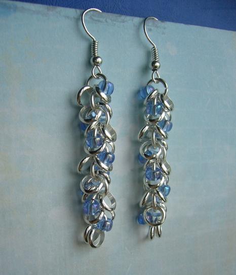 Браслет из двух полос серебристой спирали и чешского стекла; нежнейшие серьги с бисером.
