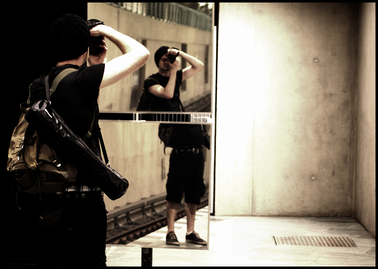 mirror mirror on the wall... by Fr34kZ
