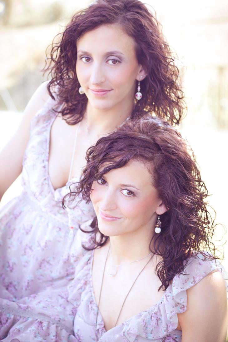 Twins by Fr34kZ