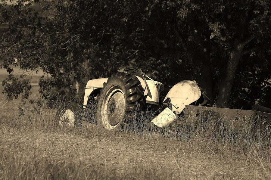Tractor Broke Down : Broken down tractor by sikiria on deviantart