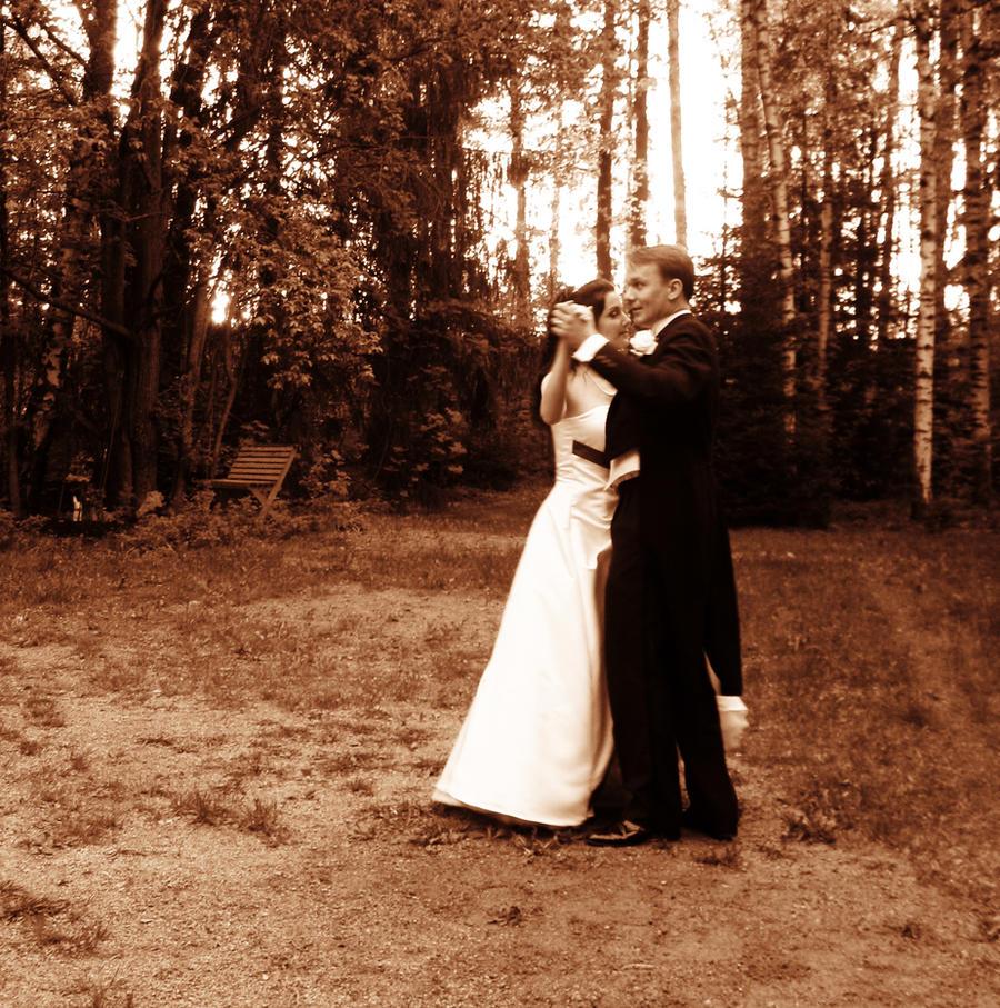 Wedding dance by SoundsLikeSofia